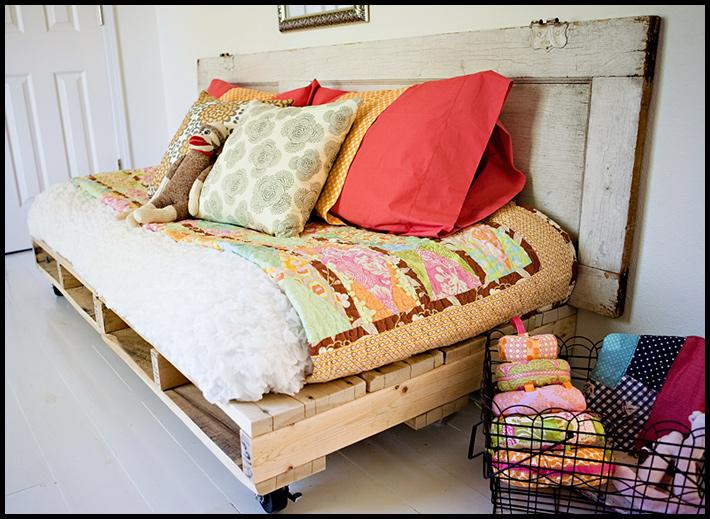 Диван кровать на даче